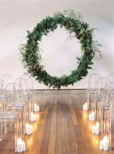 Big-wreath-backdrop-greenery-vintage-wedding-900x1218