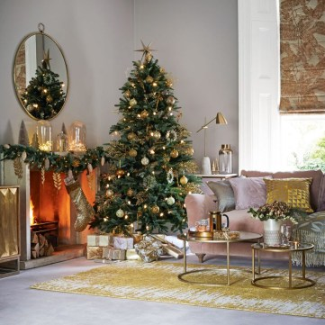 Christmas-living-room-decorating-ideas-gold-920x920