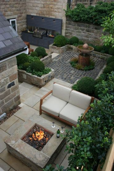 Cosy+courtyard+fire+pit