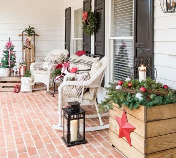 Cozy-christmas-porch-with-wicker-rocking-chairs