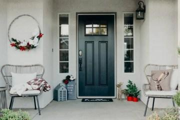 Cristencasados-christmas-front-porch-black-farmhouse-door-5