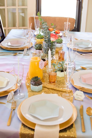 Decorate+a+table+with+succulents+to+add+something+to+your+dining+room