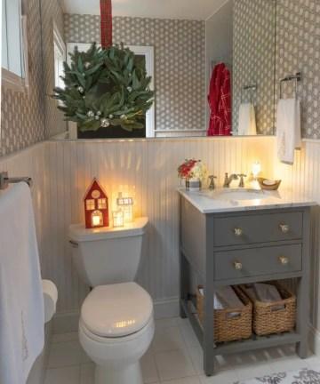Decorating-bathroom-christmas-768x960