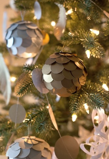 Diy-scalloped-paper-ornaments