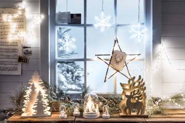 How-to-decorate-your-window-for-christmas-1