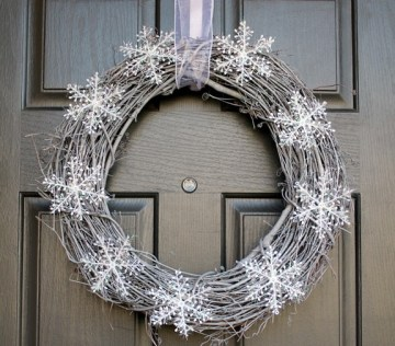 Snowy-winter-wreath-min