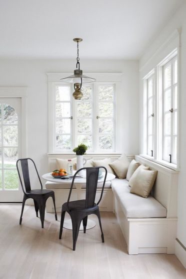 05-modern-neutral-breakfast-nook-with-black-chairs