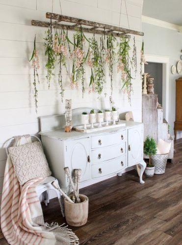 09-mugs-with-spring-bulbs-and-an-old-ladder-with-blooms-hanging-down-for-a-romantic-feel-1