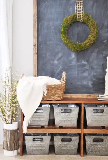 1-cozy-and-simple-farmhouse-entryway-decor-ideas-3-554x822-1