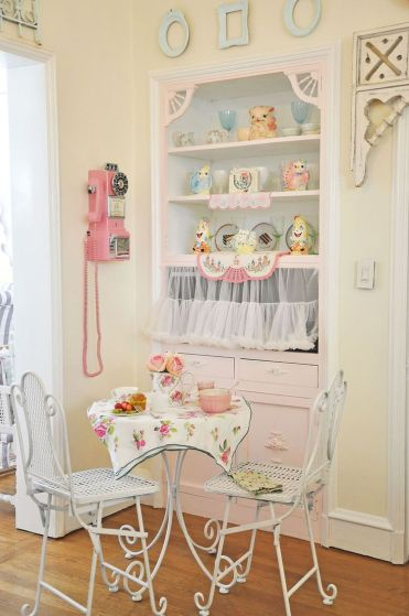 23-kitchy-tea-for-two-breakfast-nook-idea-homebnc