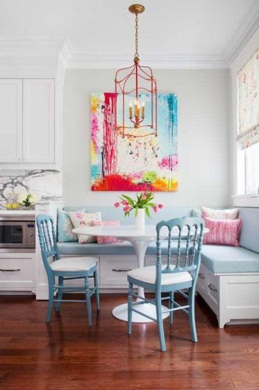 28-pastel-breakfast-nook-with-a-bold-artwork-piece