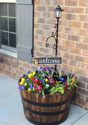 Beautiful-spring-porch-decorating-ideas-07-1-kindesign