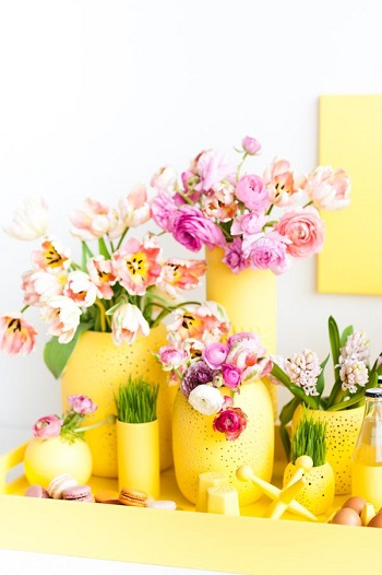 Monochromatic centerpiece Delightful Spring Centerpiece Ideas To Welcome The Season This Year