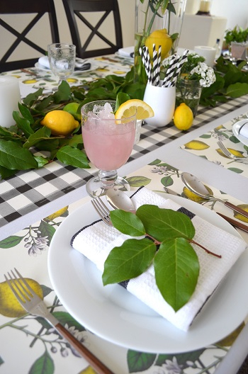 Put lemons to brighten up the table Chic Spring Table Setting Ideas To Enjoy Your Dinner And Lunch