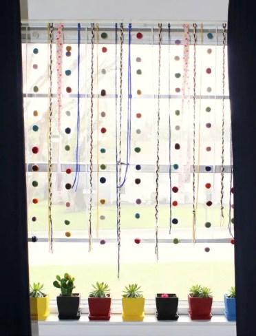 Simple_yarn_felt_window_hanging_diy