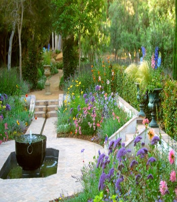 Sunken garden with showcase fountain Innovative Landscape Ideas For Water Features To Create A New Look