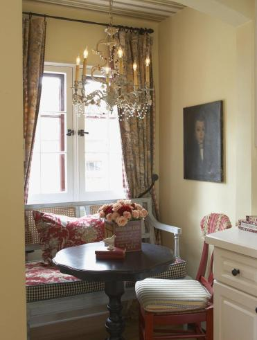 Traditional-breakfast-nook-wood-temporary-bench-1