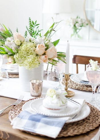 Woven plate chargers for a farmhouse look Chic Spring Table Setting Ideas To Enjoy Your Dinner And Lunch