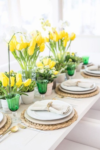 Yellow tulips tablescape Bring Your Spring Vibe More For Home Decoration With The Beauty Of Tulips