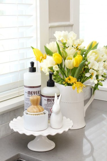 A-jug-with-white-and-yellow-blooms-is-a-nice-spring-arrangement-for-kitchen-decor