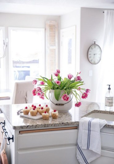 A-large-white-porcelain-jar-with-bright-pink-tulips-is-a-bold-spring-centerpiece-that-looks-fresh-and-romantic