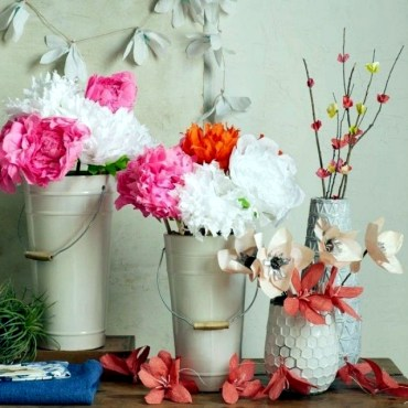 Spring-decorating-ideas-beautiful-arrangements-for-the-panel-and-the-door-6-263