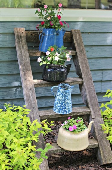 10-vintage-garden-decor-ideas-homebnc