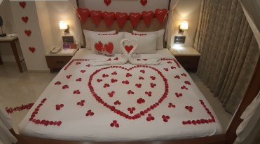 2-bedroom-decoration-for-valentine-day-10