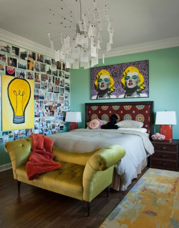 2-themed-walls-in-teen-bedroom