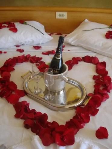 3-romantic-valentines-bedroom-decorating-ideas-23