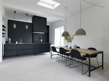 4-who-says-black-does-not-work-for-the-scandinavian-kitchen