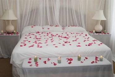 5-cama-con-petalos-de-rosas-6-copia