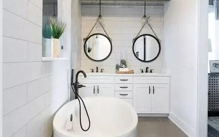 Beach bathroom with modern touches