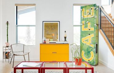 Bright-pops-of-color-in-the-living-room-coupled-with-vintage-charm-1