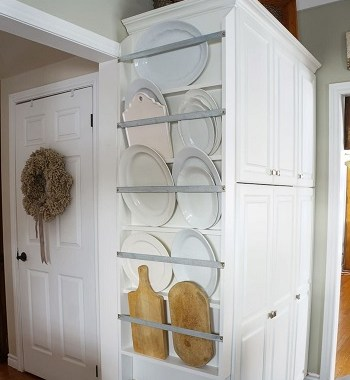 Built-in plate rack Uncomplicated Plate Racks Ideas To Stack Your Plates