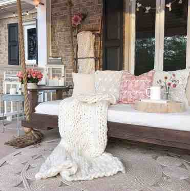 Farmhouse-style-porch-decorating-ideas-22-1-kindesign