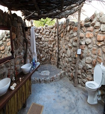 Outdoor earth tone bathroom Respecting Nature With Inviting Earth Tone Bathroom Design Ideas