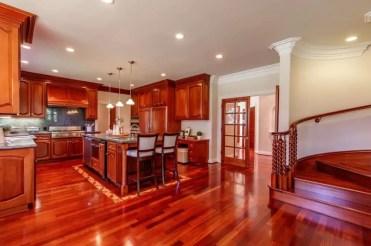 Bright-wood-kitchen-in-luxury-home