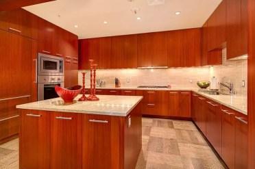 Contemporary-kitchen-with-stone-tile-backsplash