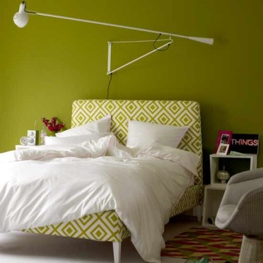 2-green-bedroom-with-statement-lamp