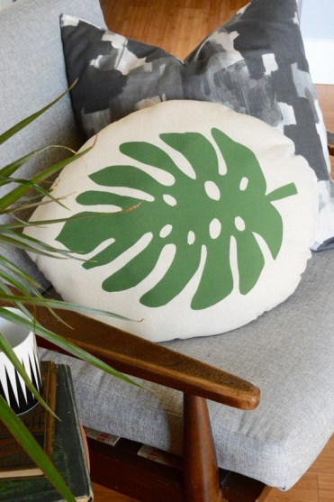 4-tropical_leaf_pillow_1a