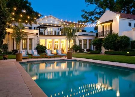 Incredibile illuminazione della piscina