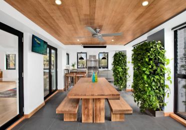 Contemporary-dining-room-with-vertical-gardens