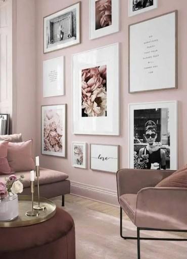 Un-romantico-rosa-chiaro-soggiorno-con-mobili-color malva-una-splendida-galleria-glam-wall-e-to-touch-of-gold-2