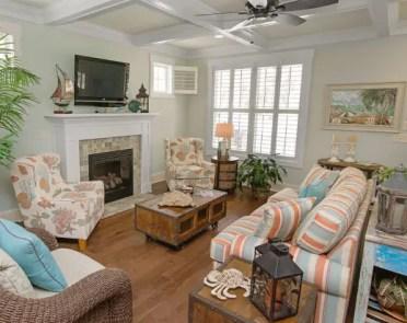 Colorfu-beach-cottage-decor-ideas-living-room