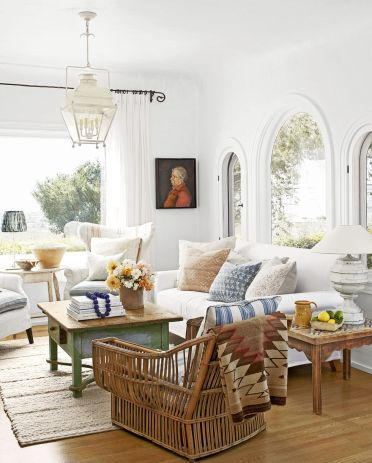 Cozy-living-room-layered-textiles-1555536551
