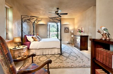 2-fabulous-bedroom-with-moroccan-plaster-walls-and-ceiling