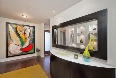 3-wall-art-seems-to-imbibe-a-touch-of-picasso-1