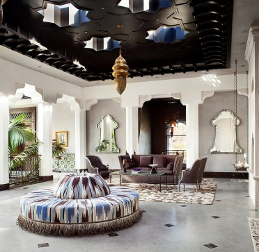 Stunning-living-room-combines-hollywood-glamour-with-amazing-moroccan-design