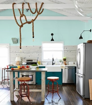 Beach-bungalow-kitchen-turquoise